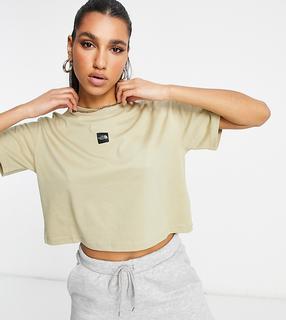 THE NORTH FACE - Kurz geschnittenes T-Shirt mit mittigem Logo in Beige, exklusiv bei ASOS-Creme