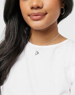 Pilgrim - Versilberte Halskette mit dreieckigem Anhänger