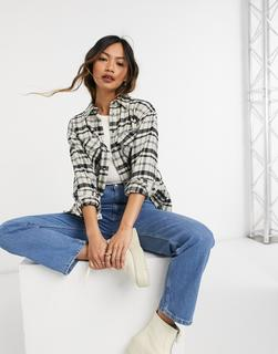 ASOS DESIGN - Shirtjacke mit Gürtel in Creme und Schwarz kariert-Mehrfarbig