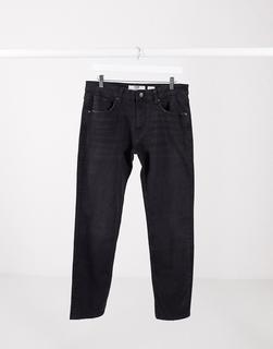 Bershka - Eng geschnittene Jeans in Schwarz
