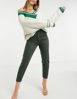 NaaNaa - Schmal zulaufende Mom-Jeans mit hohem Bund in Khaki-Grün