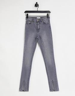 Femme Luxe - Jeans mit Beinschlitz vorne in verwaschenem Grau