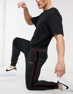 SikSilk - Jogginghose mit engen Bündchen in Schwarz mit roter Paspelierung
