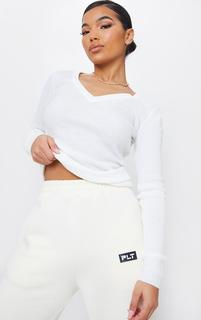 PrettyLittleThing - Ivory Skinny Rib V Neck Knitted Jumper, White