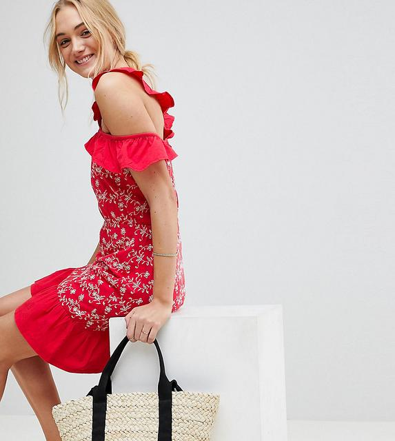 ASOS Tall - Schulterfreies Sommerkleid mit Lochstickerei und Rüschen-Rot
