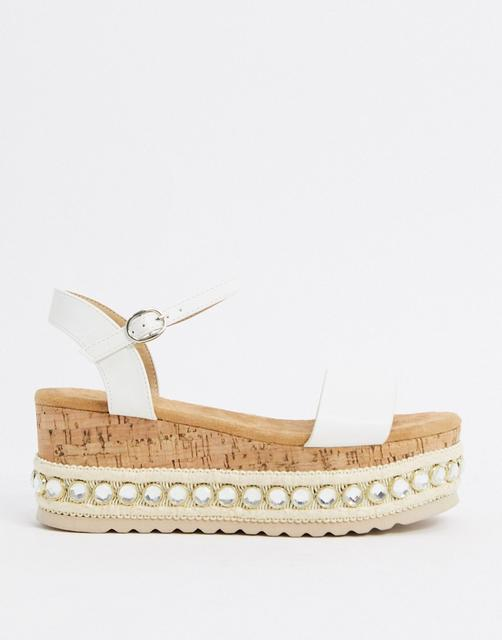 Truffle Collection - Weiße Flatform-Sandalen mit Nietenbesatz