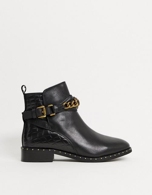 Kurt Geiger London - Jodhpur – Flache Ankle-Boots mit Kettendetail in Schwarz