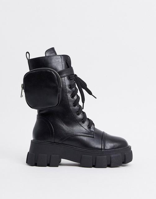 Public Desire - Intention – Wadenhohe Stiefel mit dicker Sohle und Tasche in Schwarz