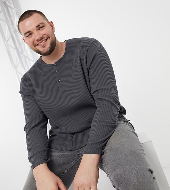 ASOS DESIGN - Plus – Legeres, geripptes langärmeliges T-Shirt in verwaschenem Schwarz-Beige