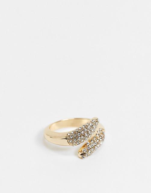 Topshop - Überkreuzter Ring in goldener Pavé-Fassung