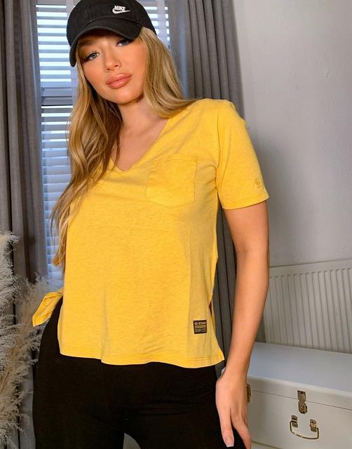 G-Star - T-Shirt mit Tasche und V-Ausschnitt in Gelb