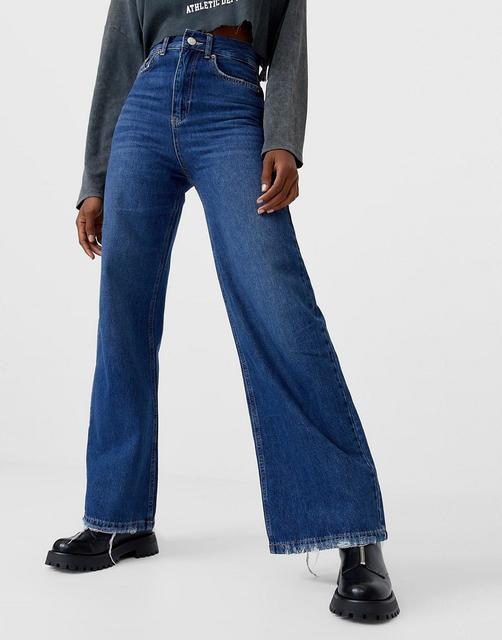Stradivarius - Blaue Jeans mit besonders weitem Bein im Stil der 90er